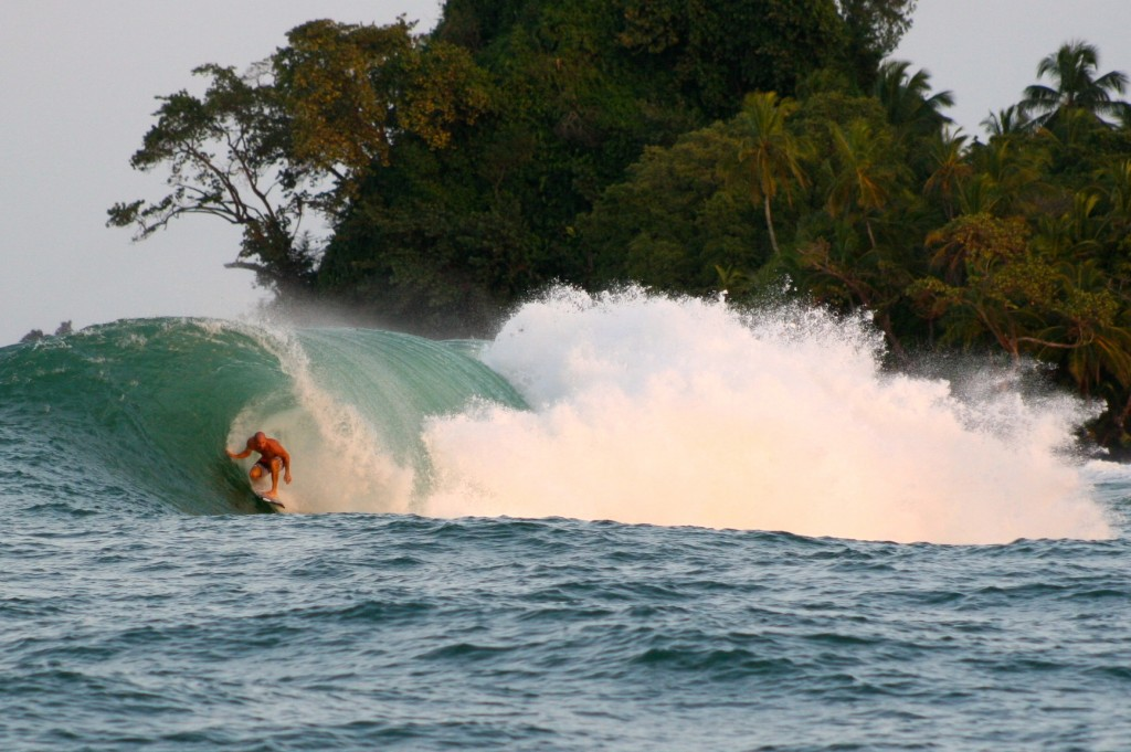 Kelly Slater threading the needle at Silverbacks on Jan 4th, 2015